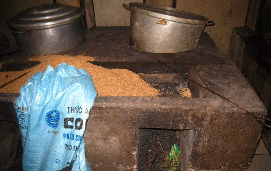 Rice husk is used for cooking in this big restaurant's kitchen. The whole room gets smoky from poor combustion. Photo courtesy of Marc Pare