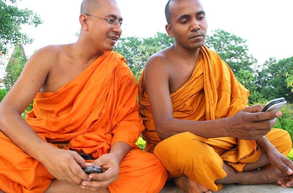 mobile-phone-monks
